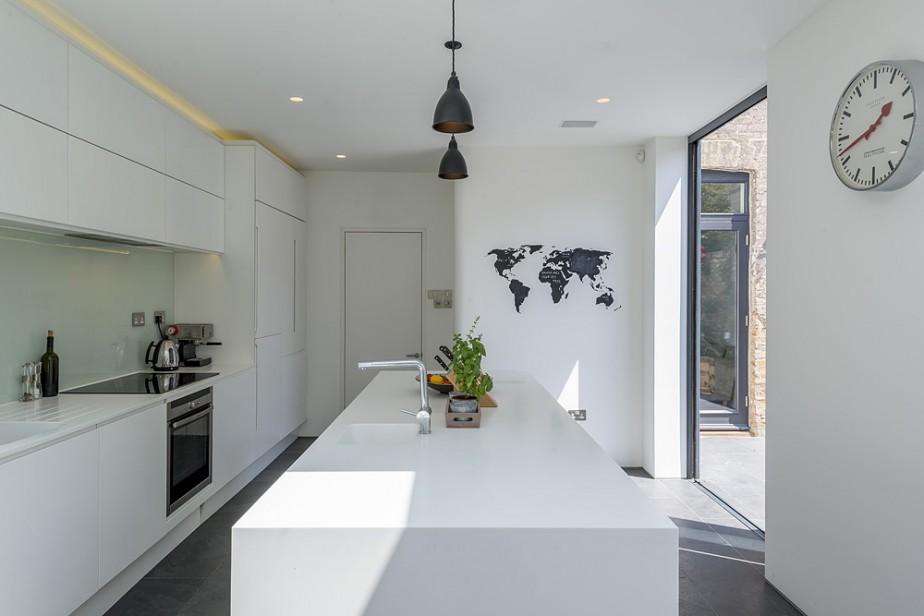 кухня в бяло 7