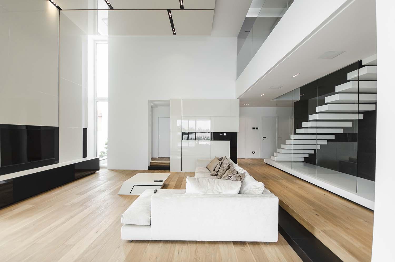 къща черно бяло 12