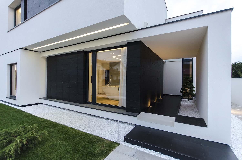 къща черно бяло 2