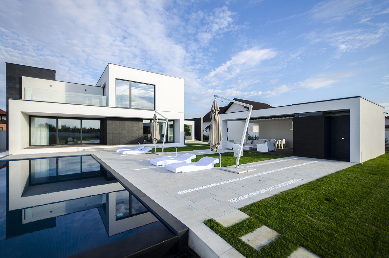 къща черно бяло 3