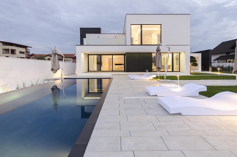 къща черно бяло 5