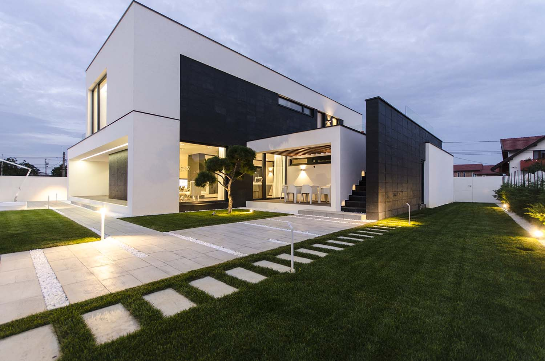 къща черно бяло 7