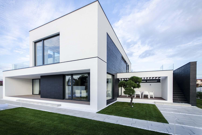 къща черно бяло 8