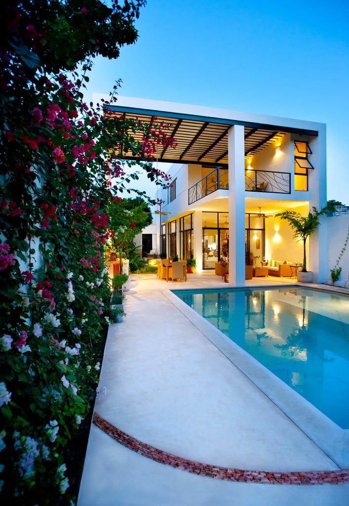 къща с басейн и отворен дизайн - 1