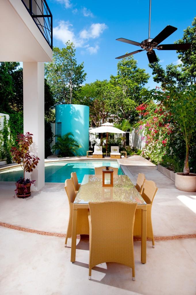 къща с басейн и отворен дизайн - 13