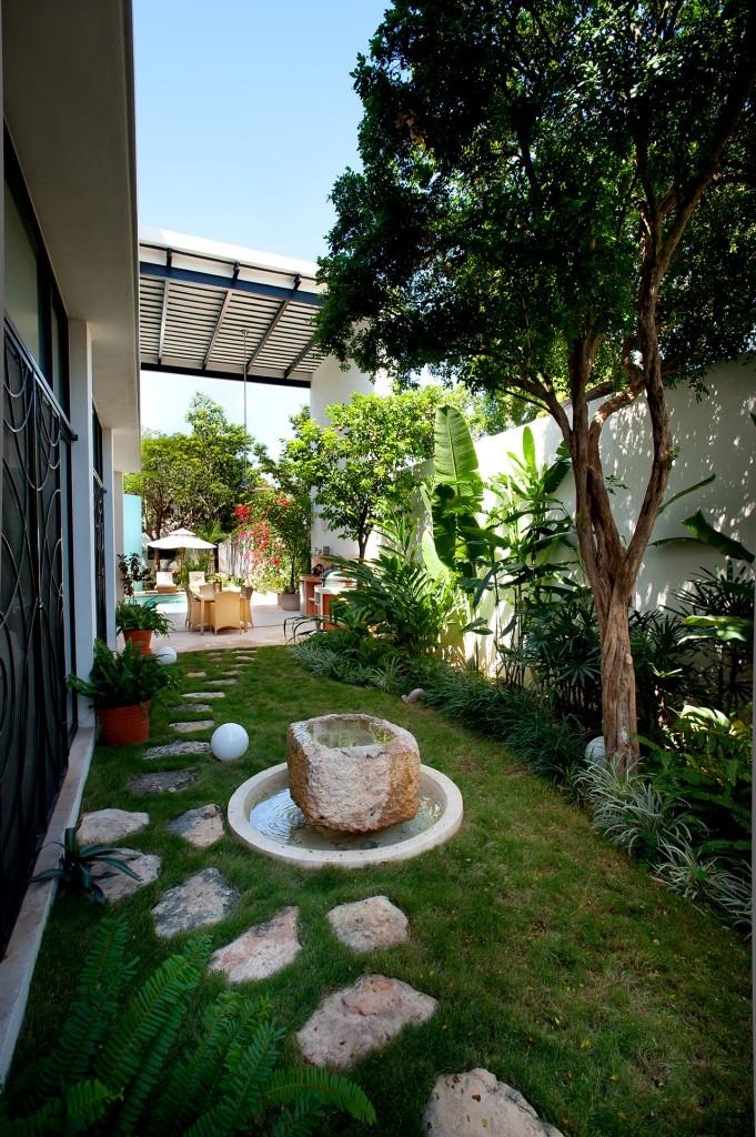 къща с басейн и отворен дизайн - 14