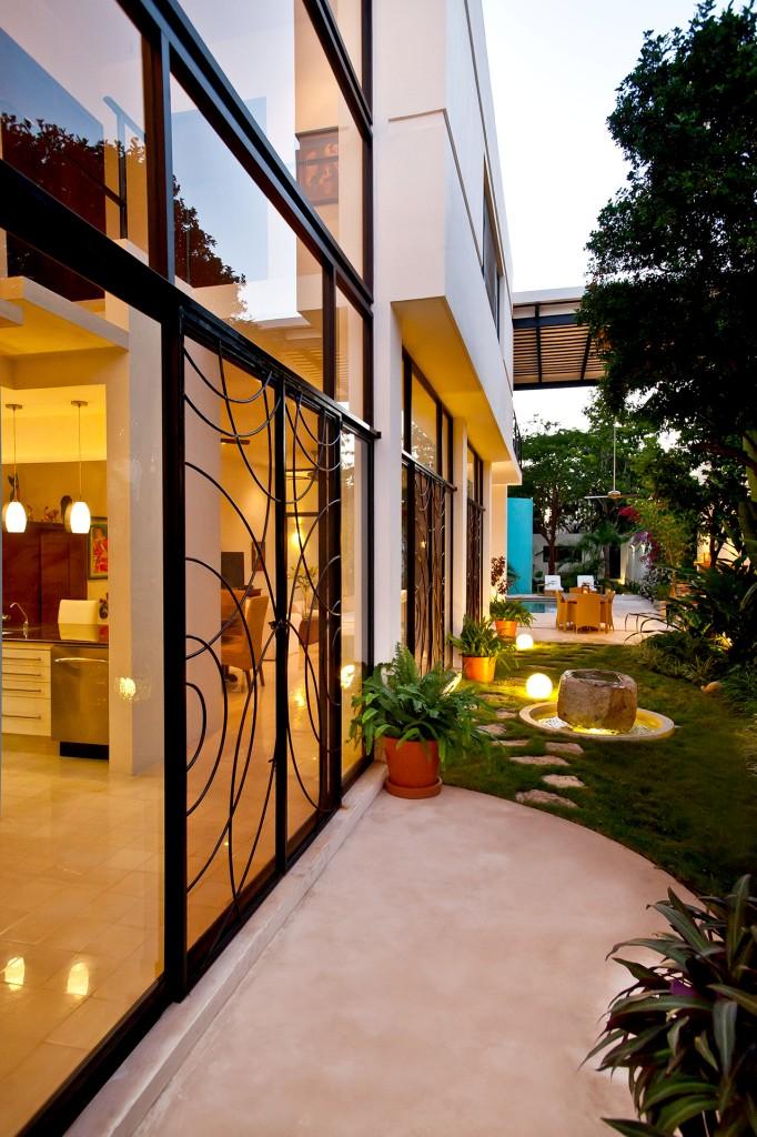 къща с басейн и отворен дизайн - 3