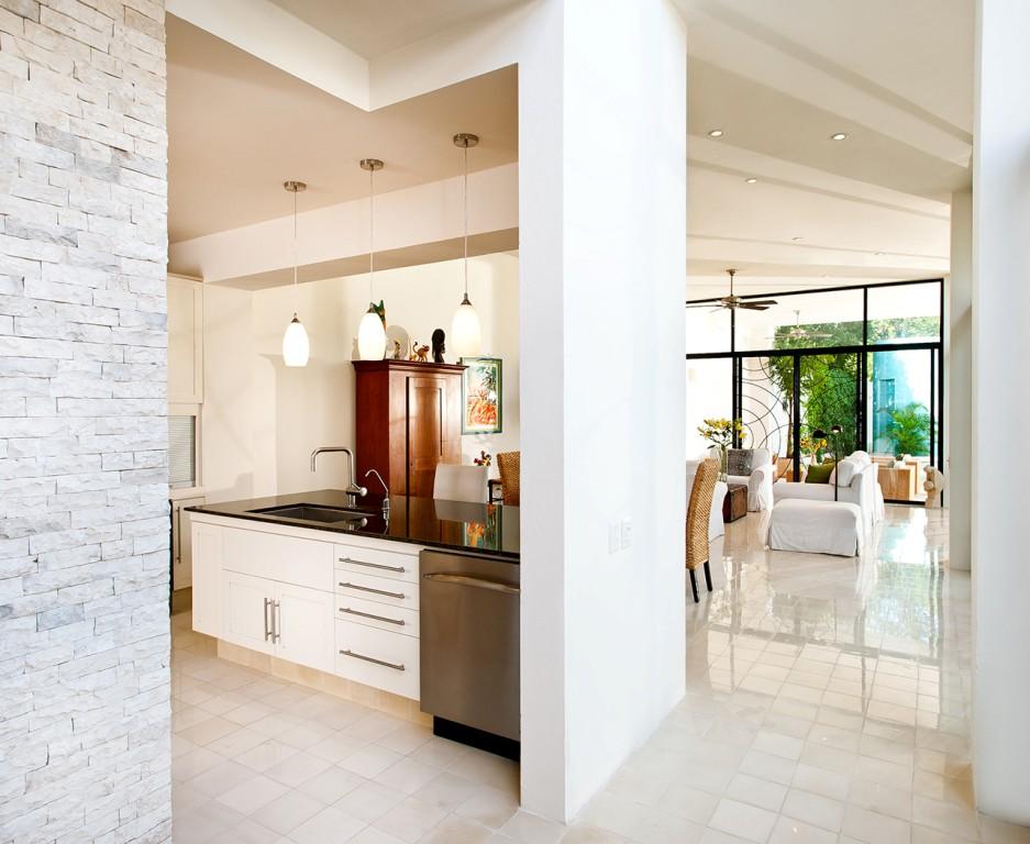 къща с басейн и отворен дизайн - 5