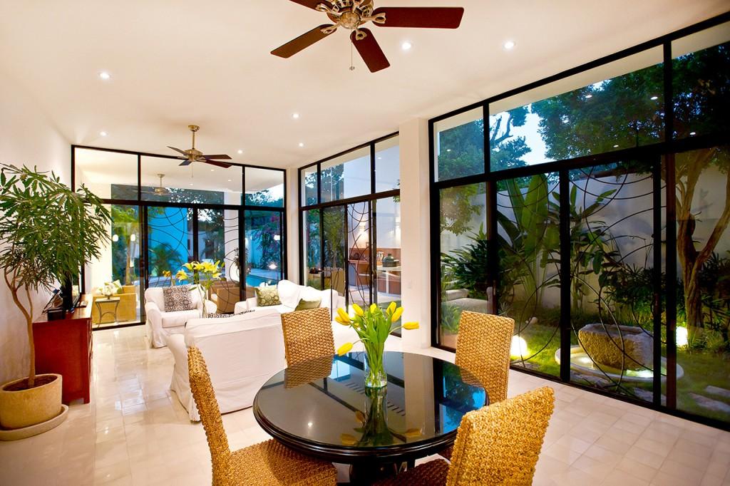 къща с басейн и отворен дизайн - 9