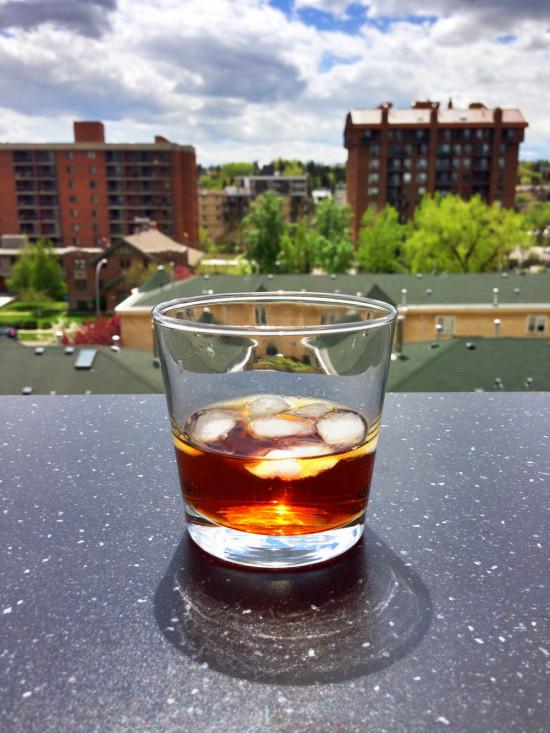 питие на барплот на терасата