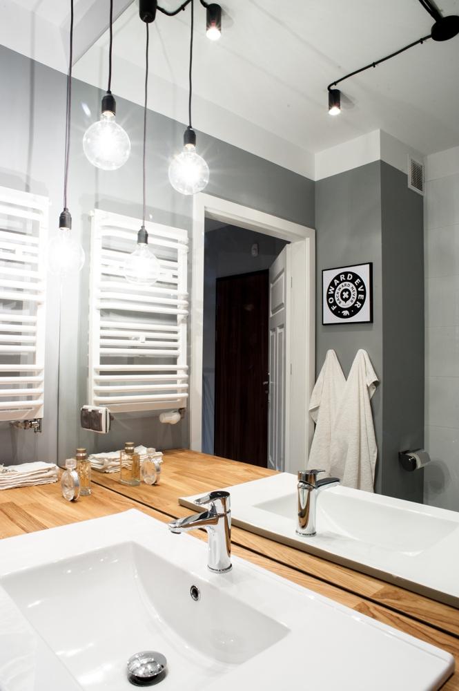 апартамент в сиво, черно, бяло и дърво - 5