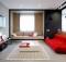 черно-бял апартамент с червени акценти - 1