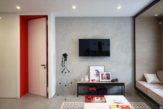 черно-бял апартамент с червени акценти - 11