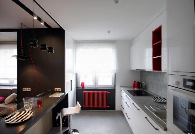 черно-бял апартамент с червени акценти - 4