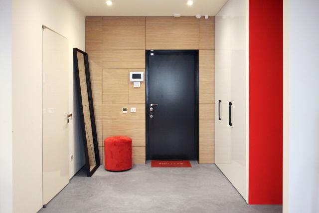 черно-бял апартамент с червени акценти - 8