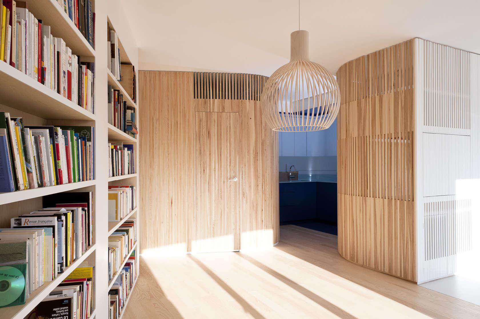 Апартамент със заоблени стени и интересно разположение - 12