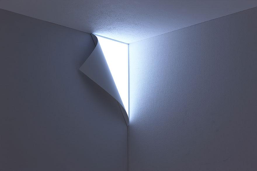 лампа като отлепящ се ъгъл на стена - 1