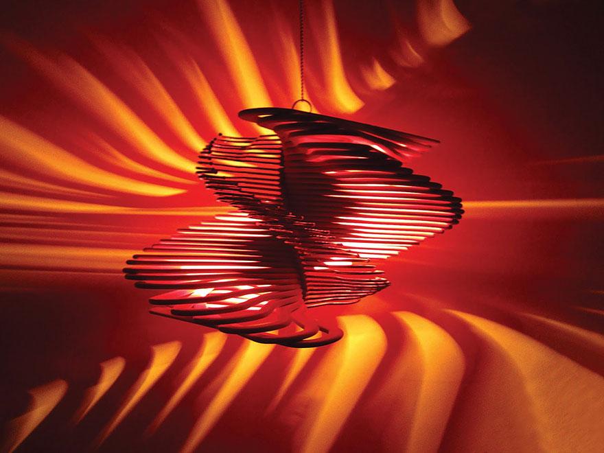 лампа от дървени закачалки - 3