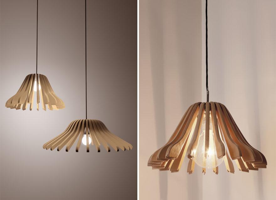 лампа от дървени закачалки