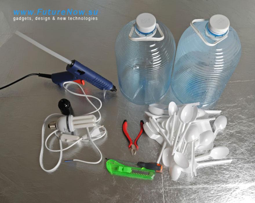 лампа от пластмасови лъжици