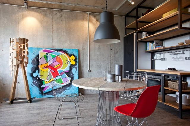 малък апартамент с бетонни стени - 1