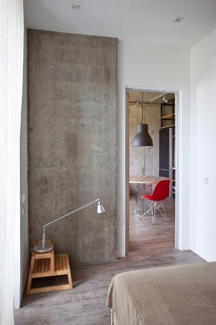 малък апартамент с бетонни стени - 10