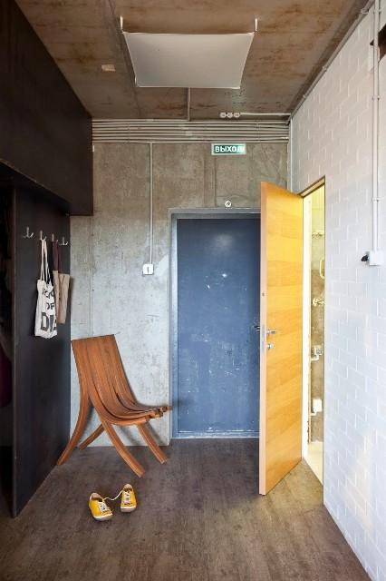 малък апартамент с бетонни стени - 13