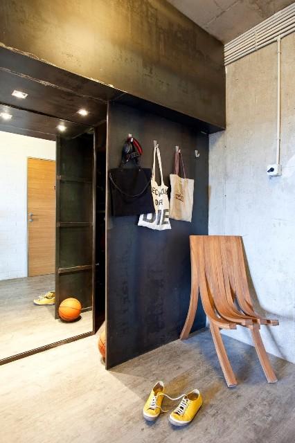 малък апартамент с бетонни стени - 14