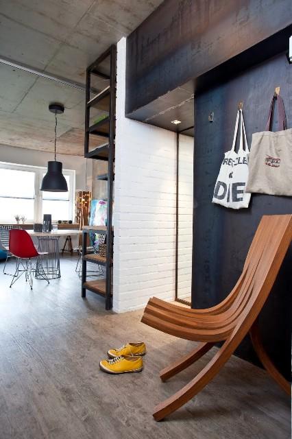 малък апартамент с бетонни стени - 15