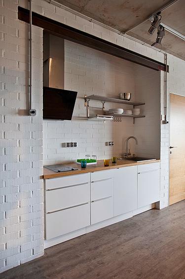 малък апартамент с бетонни стени - 23