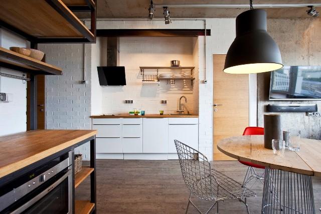 малък апартамент с бетонни стени - 4