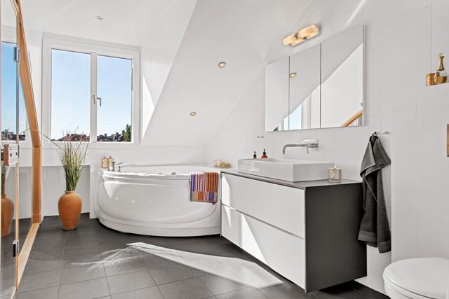 свеж просторен скандинавски апартамент - 20