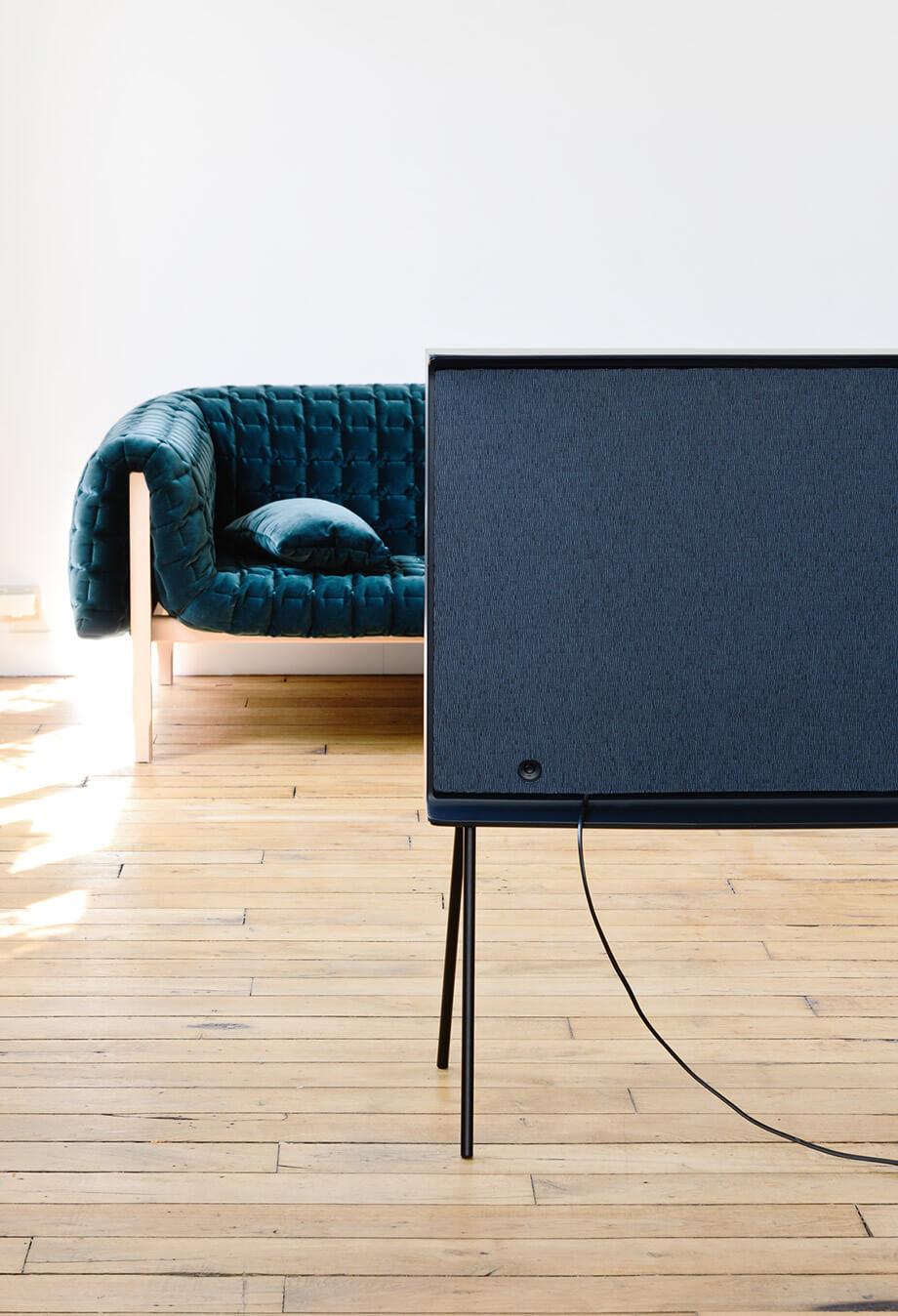 телевизор Samsung Serif - 2