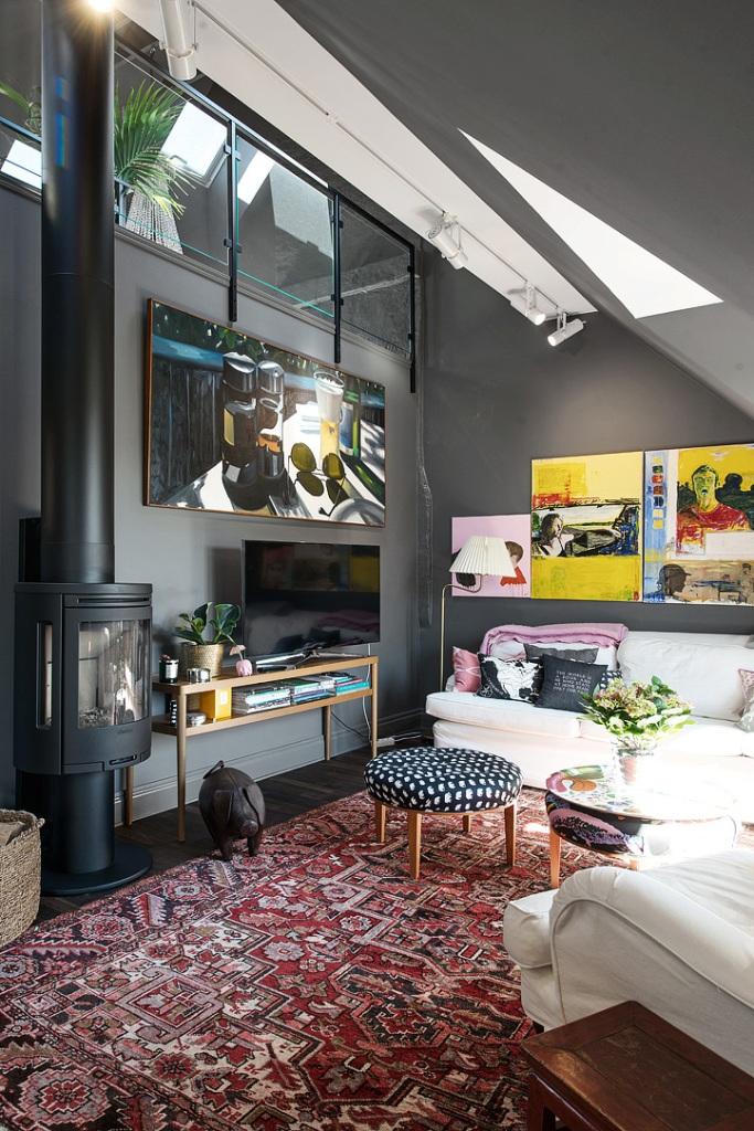 скандинавски апартамент с тъмни стени - 11
