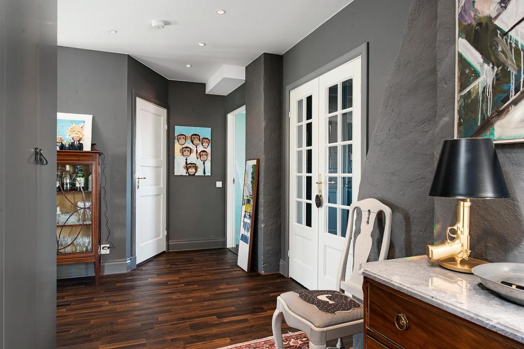 скандинавски апартамент с тъмни стени - 17