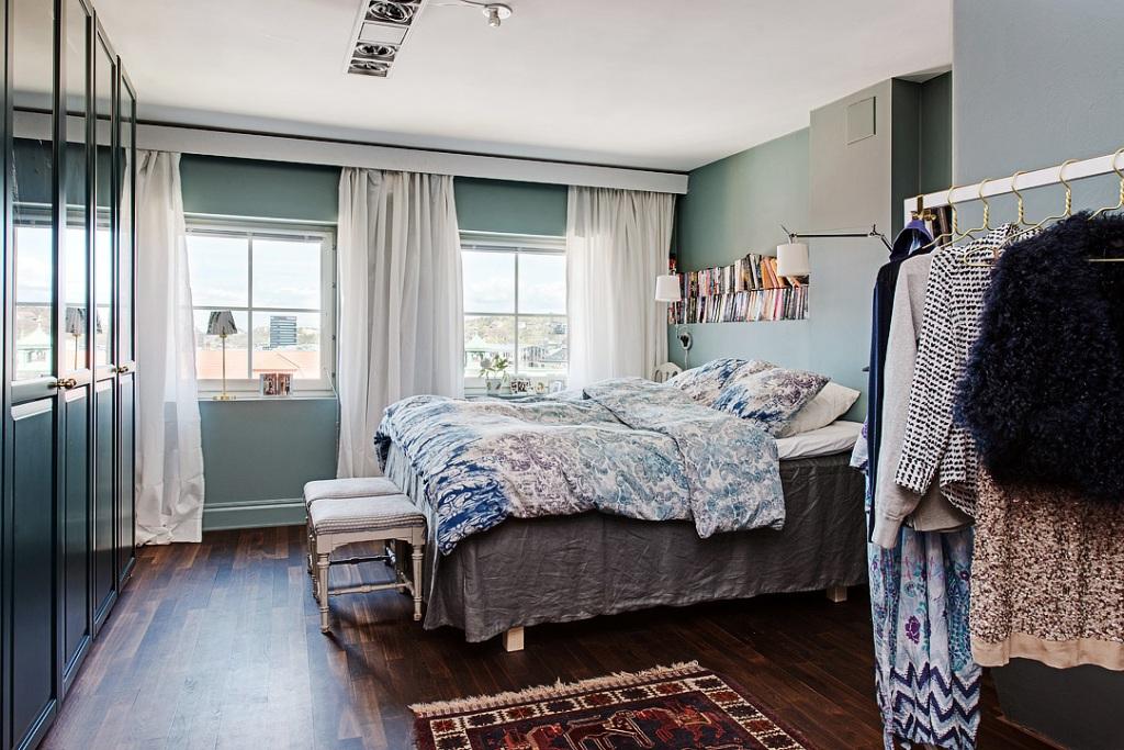скандинавски апартамент с тъмни стени - 18