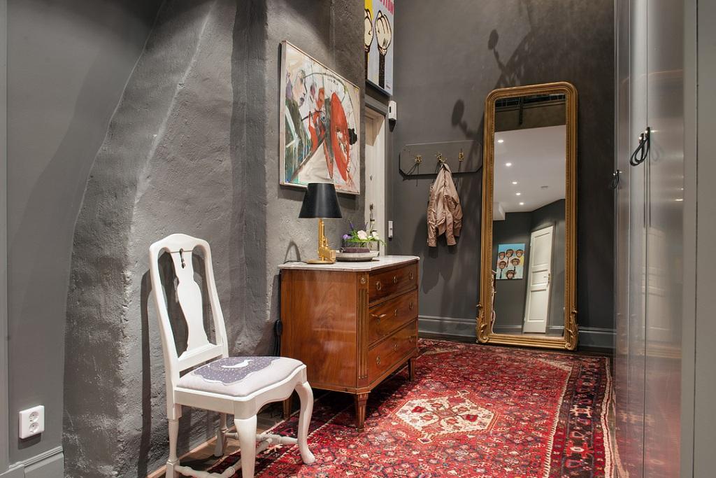 скандинавски апартамент с тъмни стени - 26
