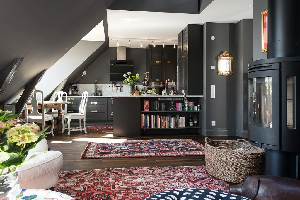 скандинавски апартамент с тъмни стени