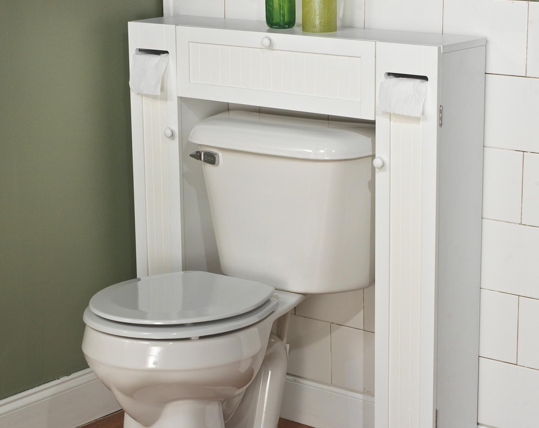 шкафове около тоалетната чиния