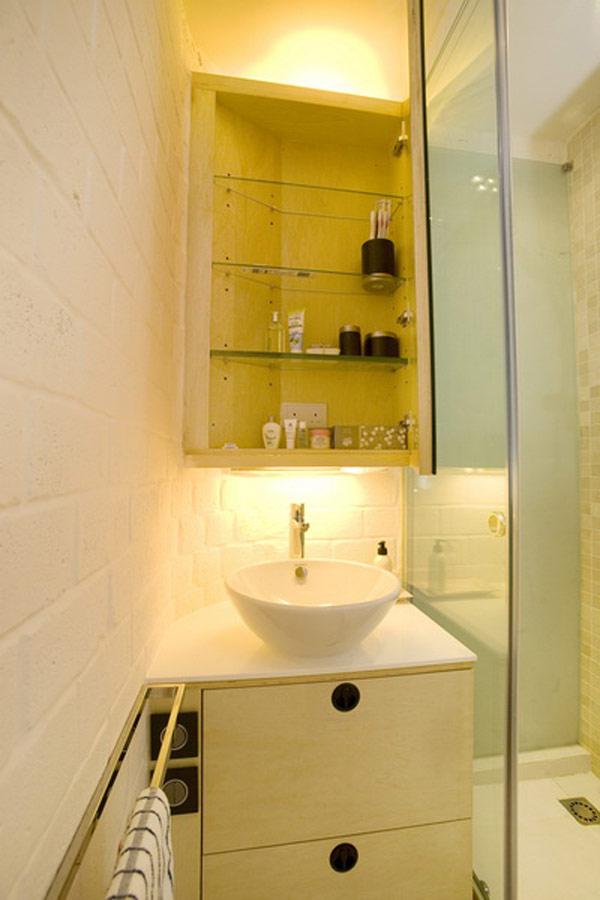Гениални решения в уютния 39 кв. м апартамент_малък шкаф в банята_1