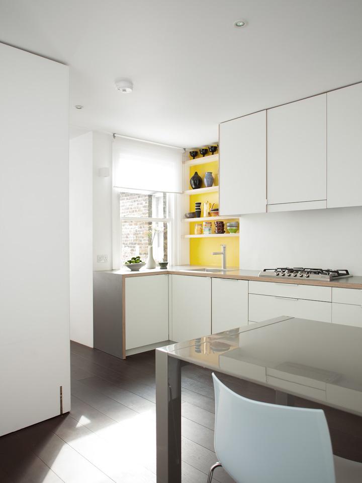 кухня в жълто и бяло
