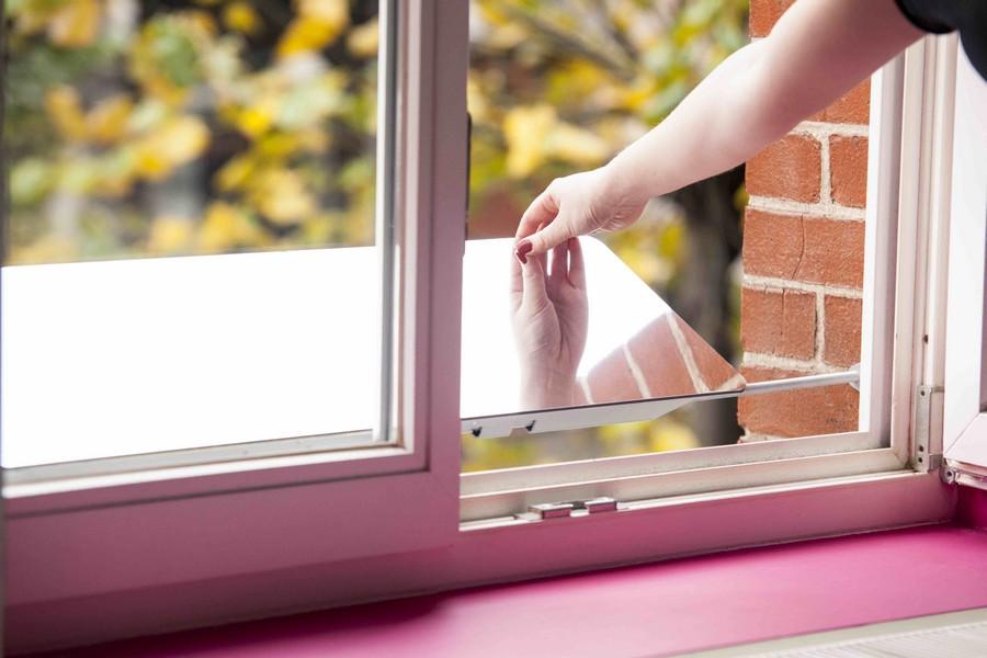 огледало вкарва повече светлина през прозореца_1