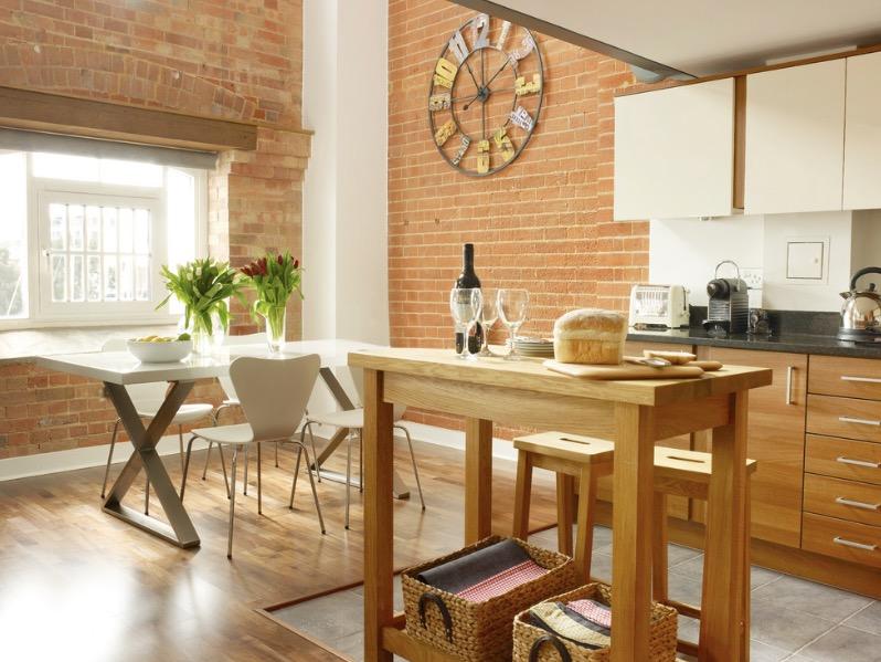 кухненски остров като дървена маса_2