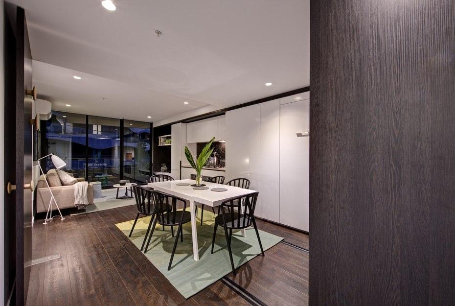 лускозен малък апартамент с повдижни стени_2