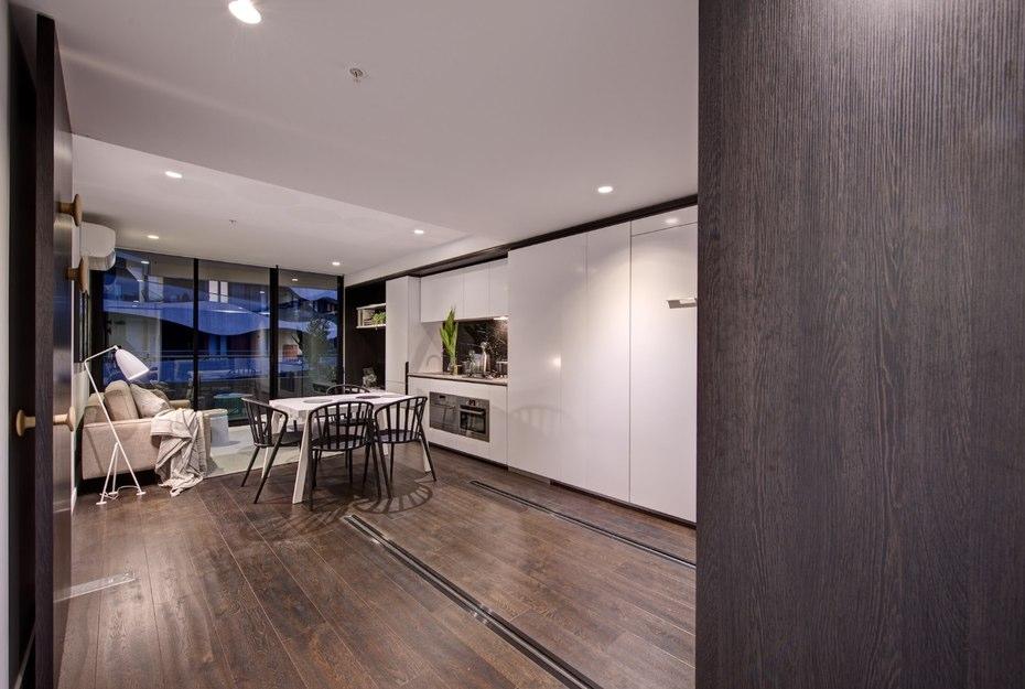 лускозен малък апартамент с повдижни стени_3
