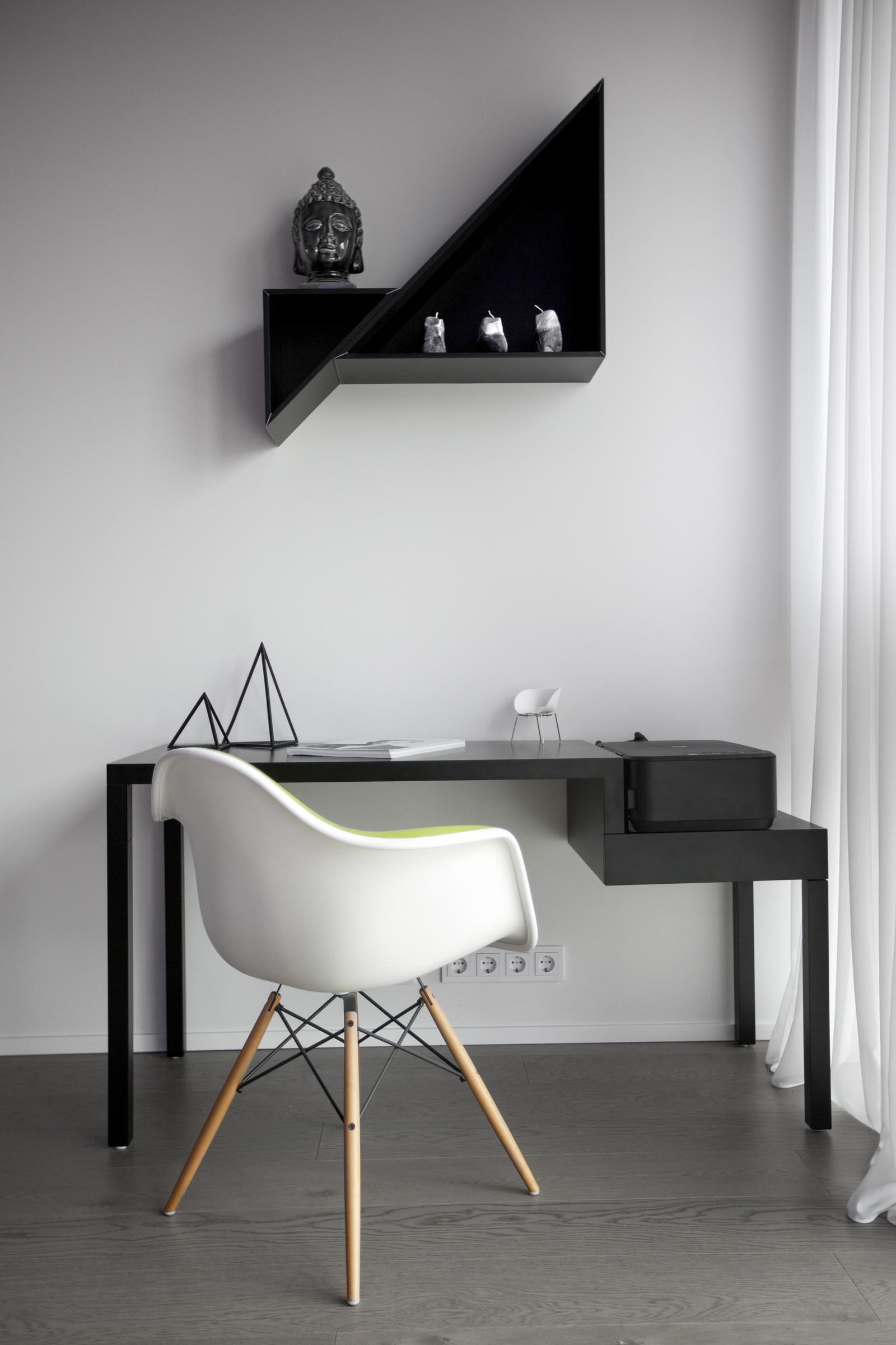 черно-бял интериор с цветни детайли_11