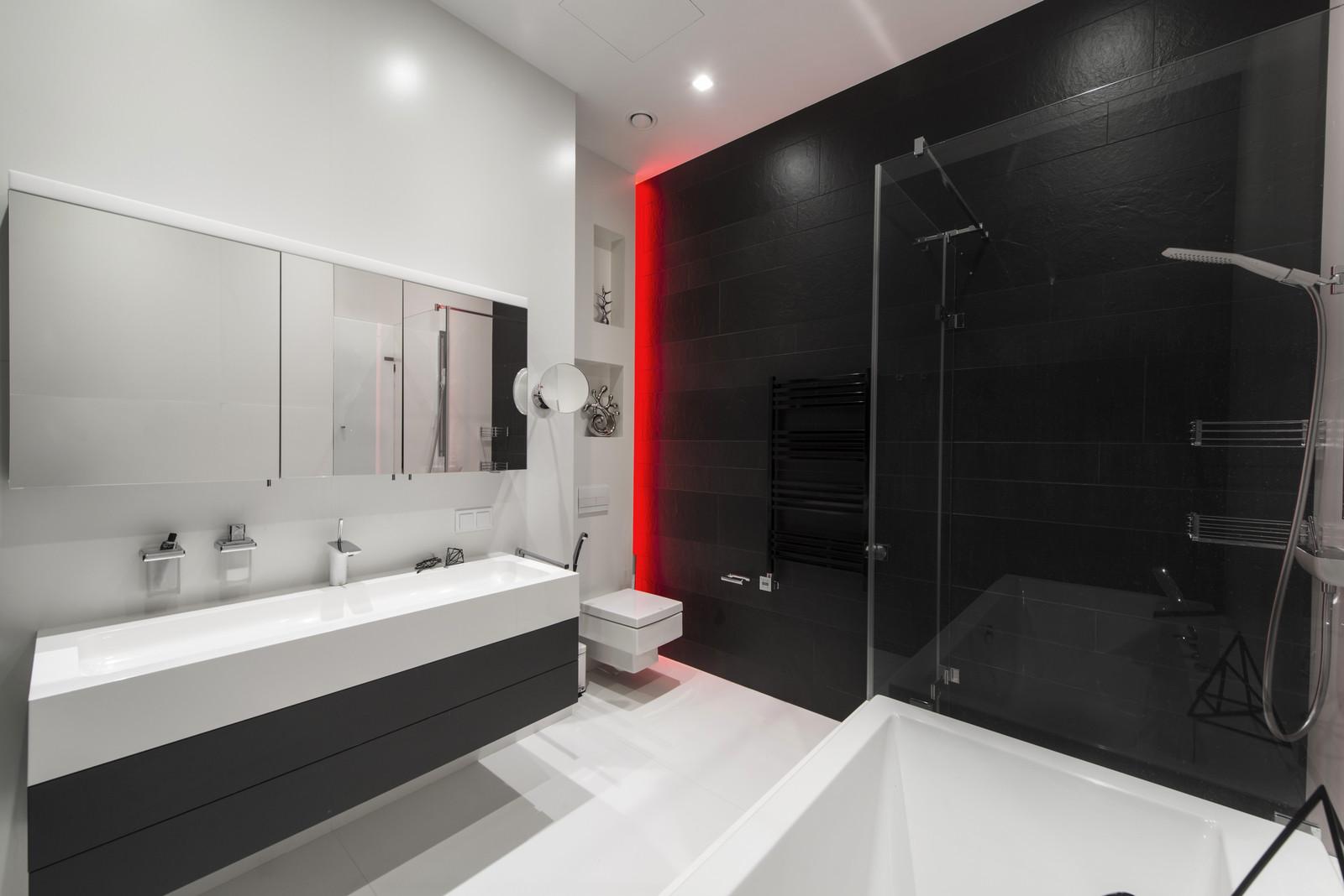 черно-бял интериор с цветни детайли_24