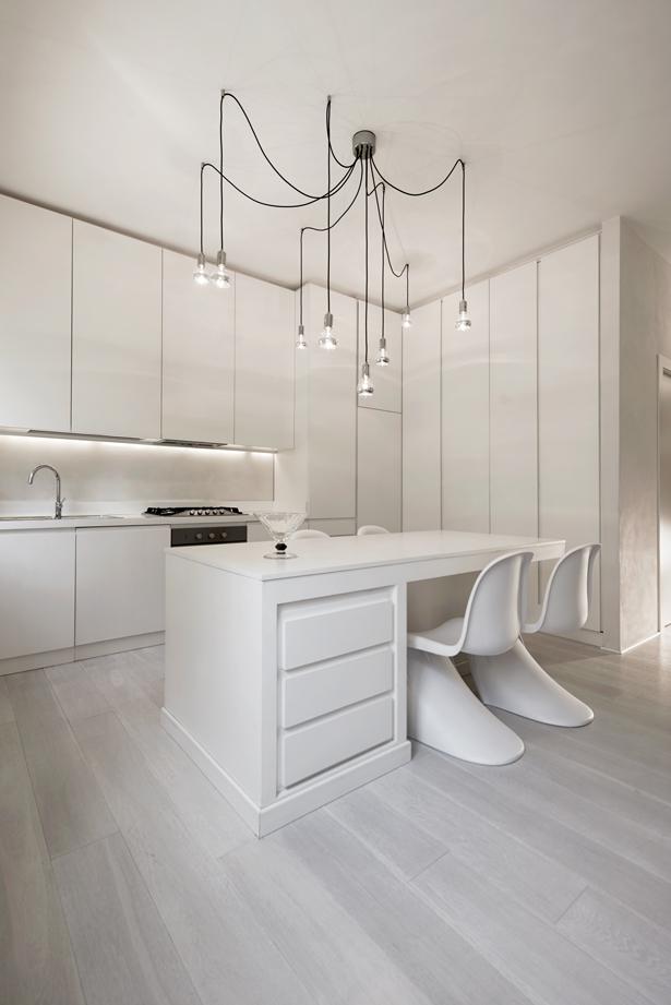 чисто бяла кухня_дом в италия