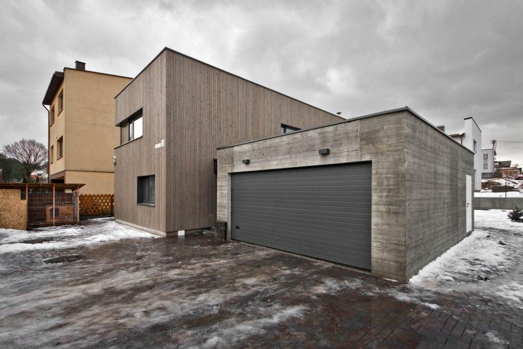 двуетажна къща с дървена фасада_4