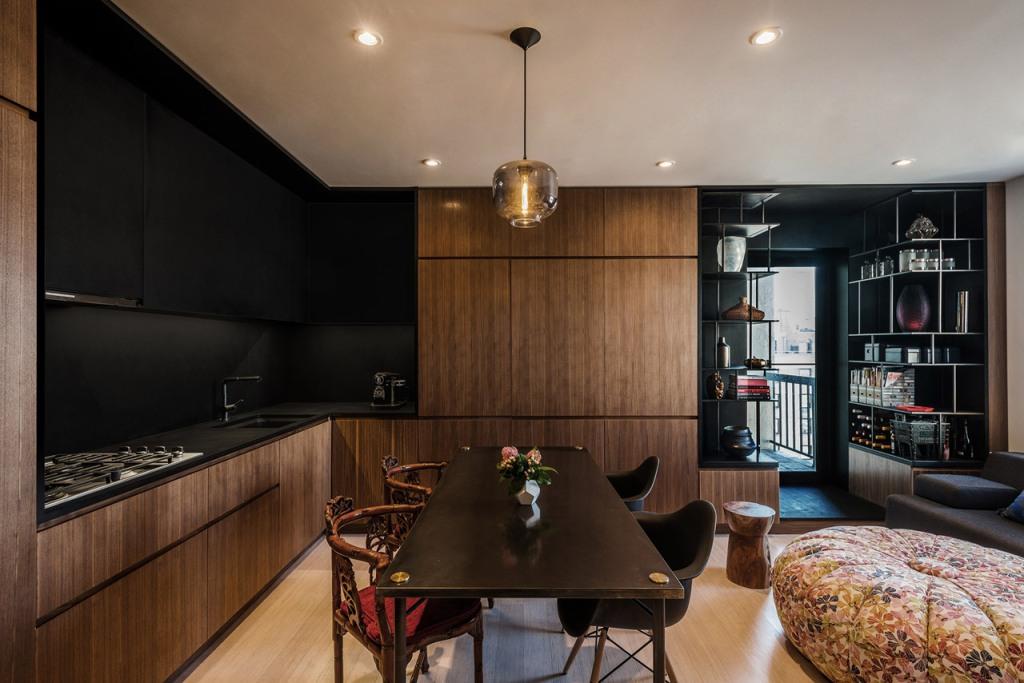 дневна и кухня в едно в тъмни цветове_1